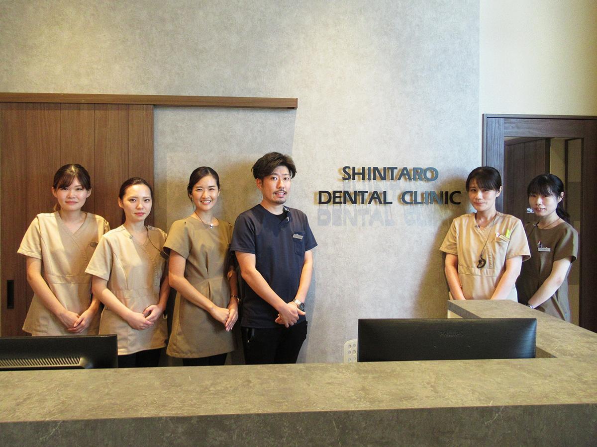 「一人一人を大切に診るためにどうすればいいかを常に考えている」と中川院長(写真中央)