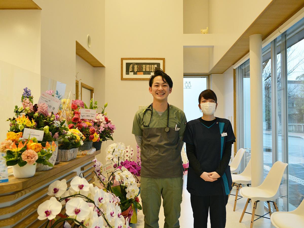 熊谷尭之院長(写真左)と動物看護師兼トリマーの山城裕美さん
