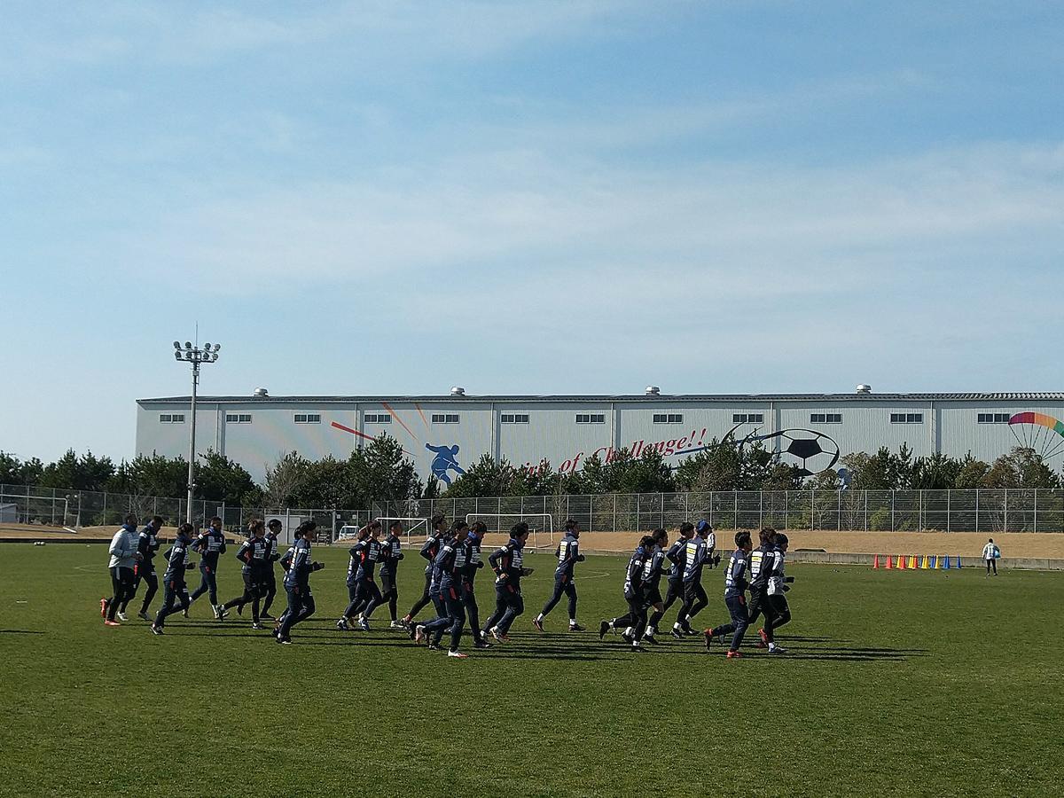 開幕戦に向けて練習するレノファの選手たち