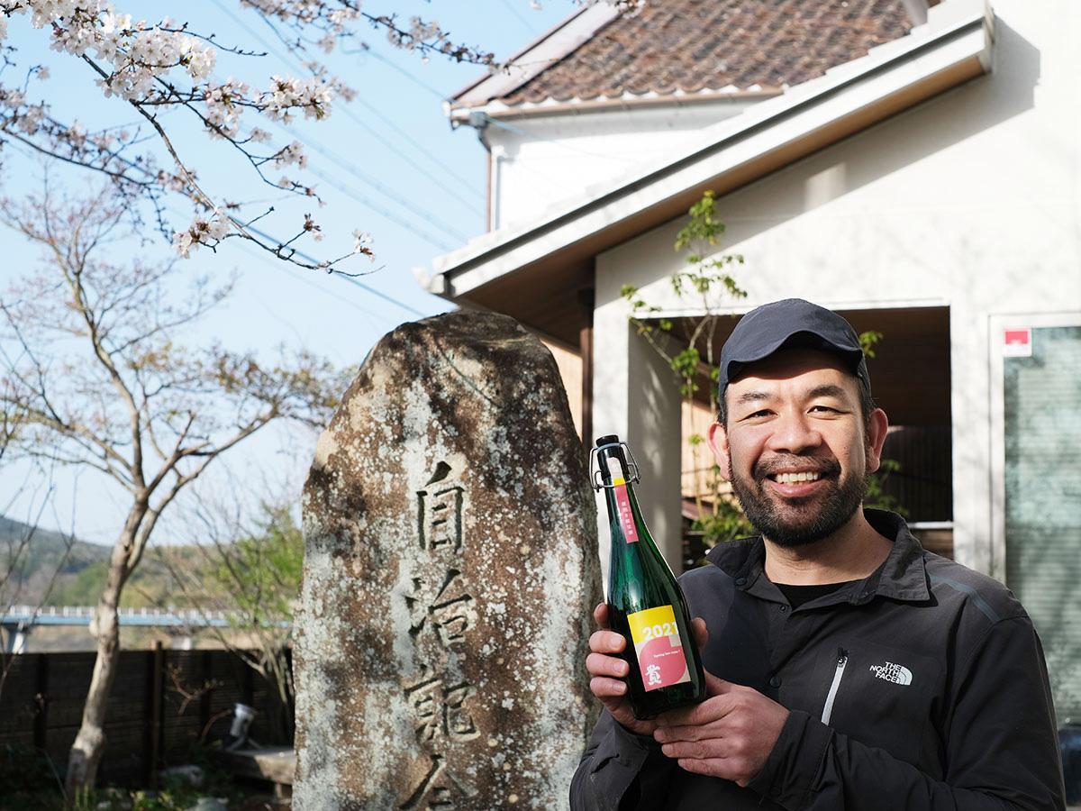 「桜を感じる限定酒と地元グルメを自宅で楽しんで」と永山社長(提供写真=永山本家酒造場)
