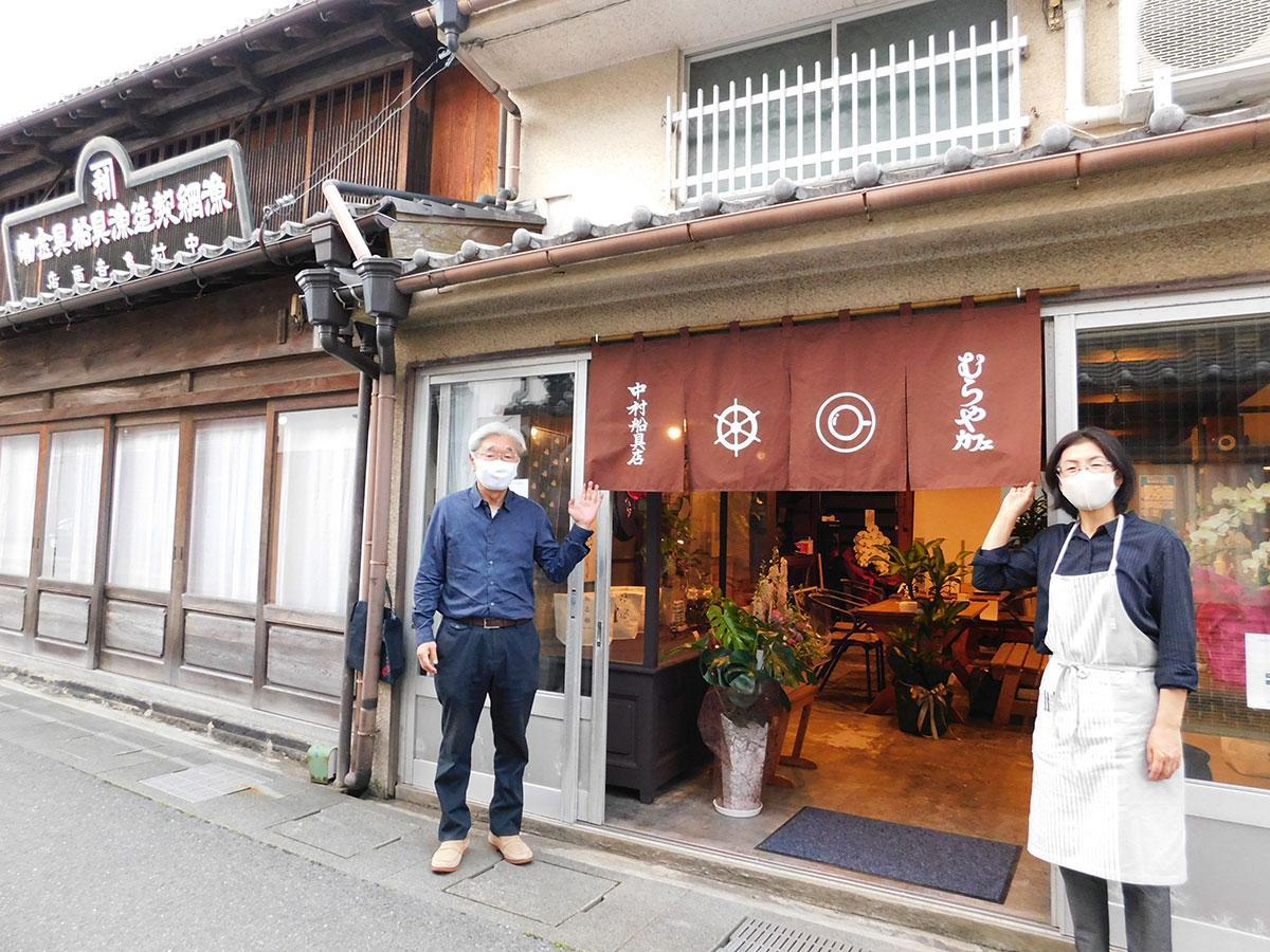 「地域のコミュニケーションの場になれば」とほほ笑む店主の宮田さん夫婦