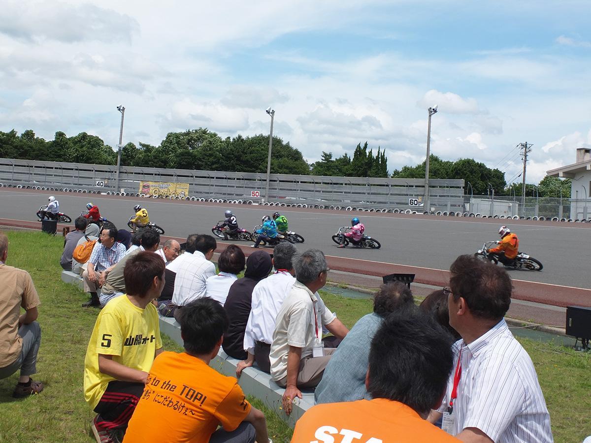2014年7月に行われた山陽小野田市「山陽オート」バックヤードツアーの様子