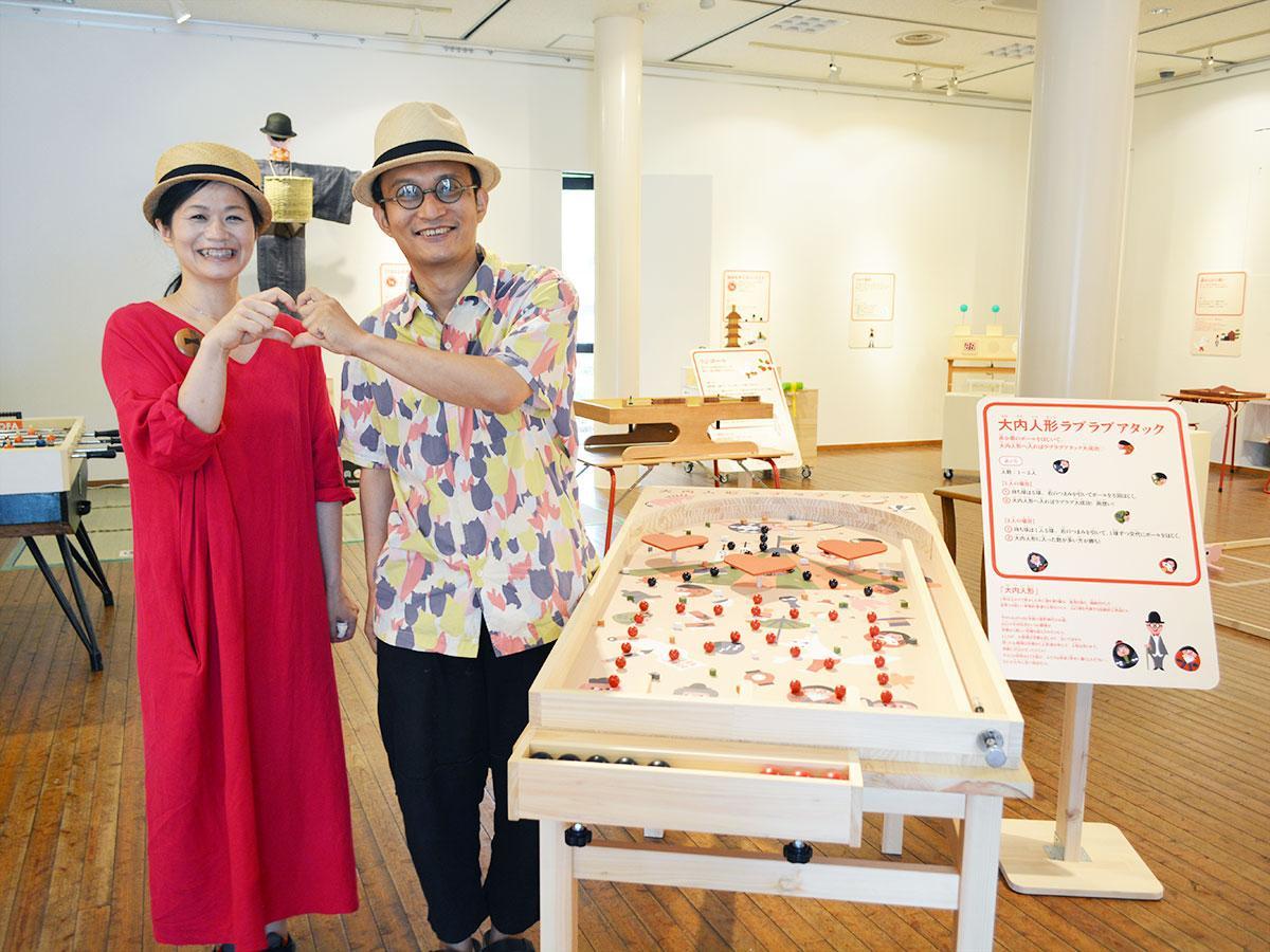 オートマタ作家・原田和明さん(右)と妻・めぐみさん