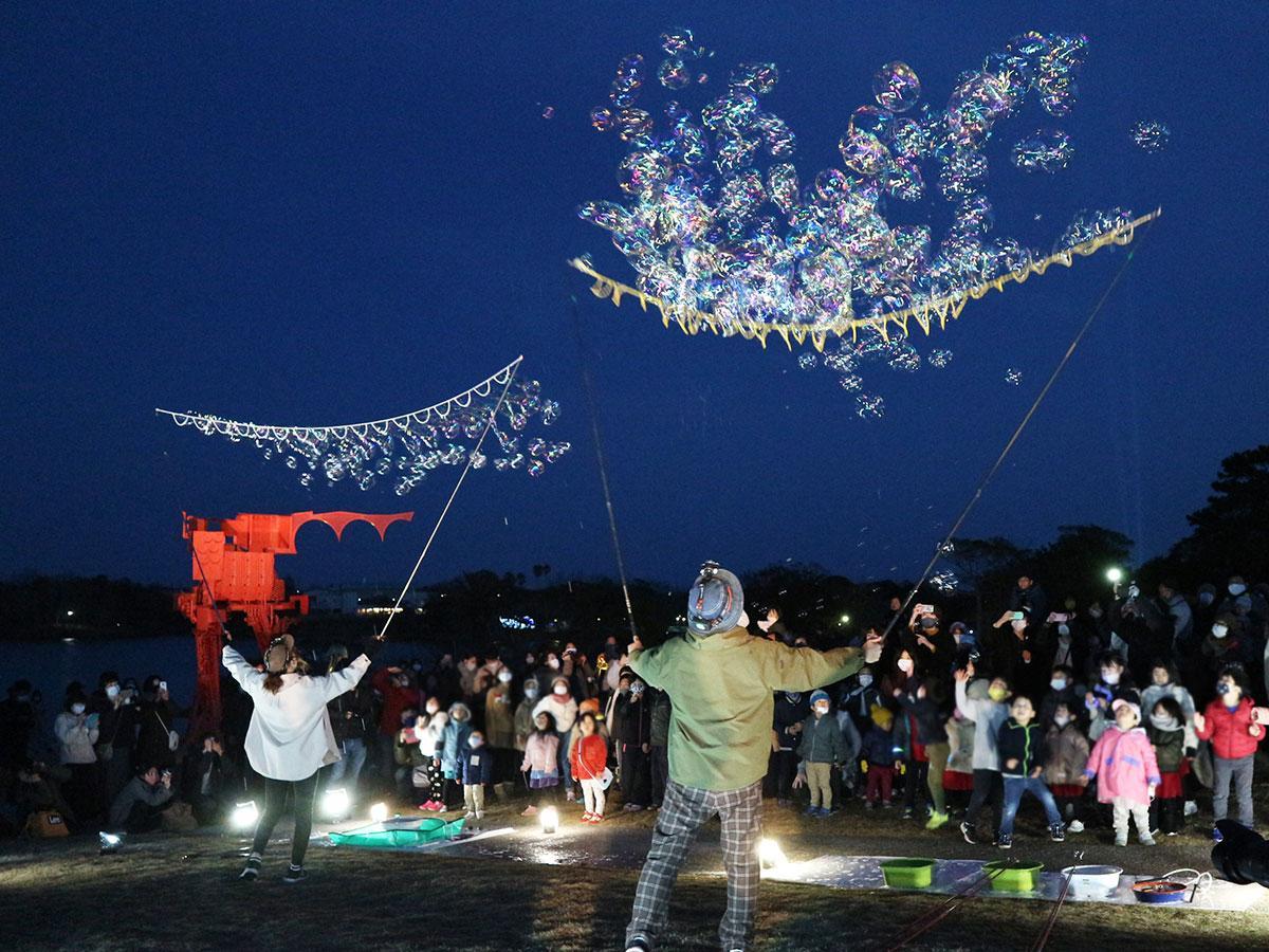 夜のときわ公園でのシャボン玉パフォーマンス(写真提供=ときわ公園)
