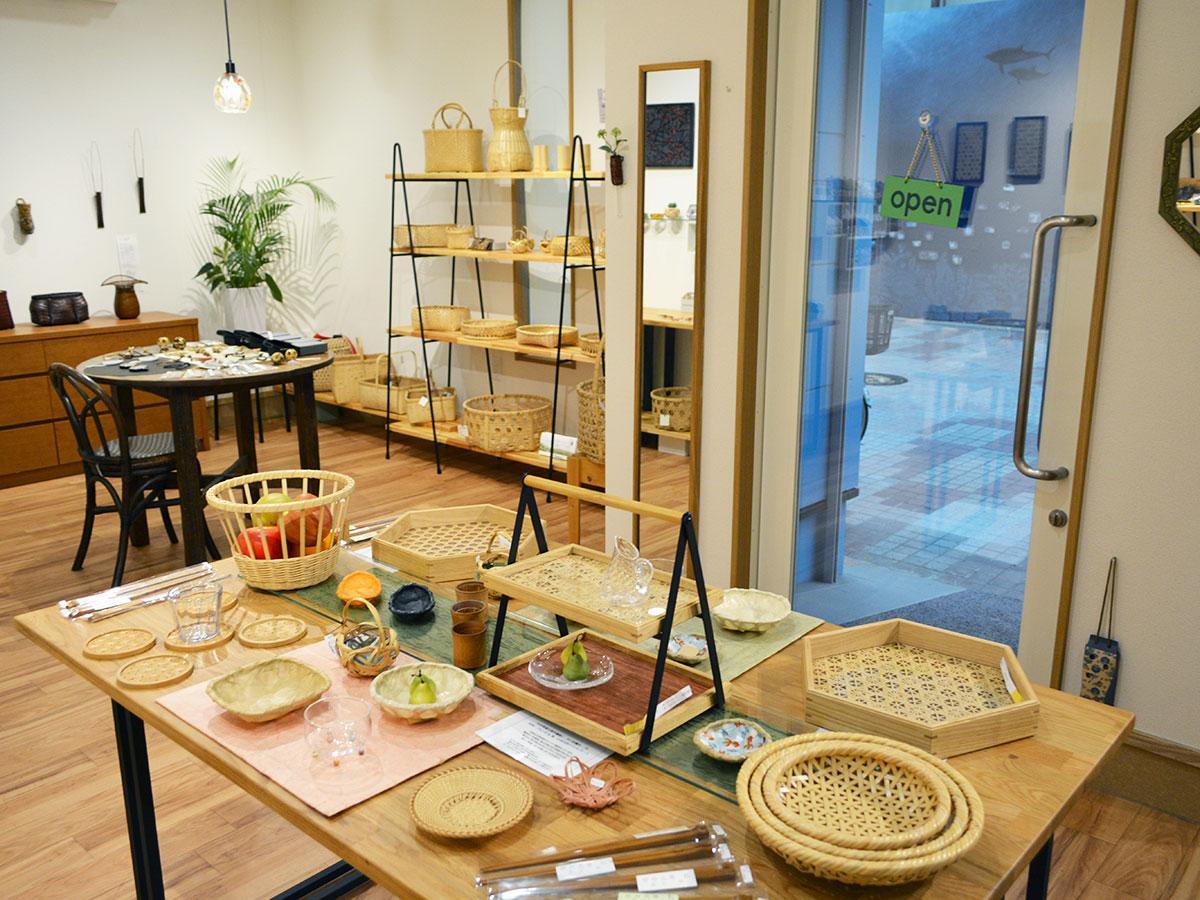 竹細工作品が並ぶ「GALAXY ふくなが」店内