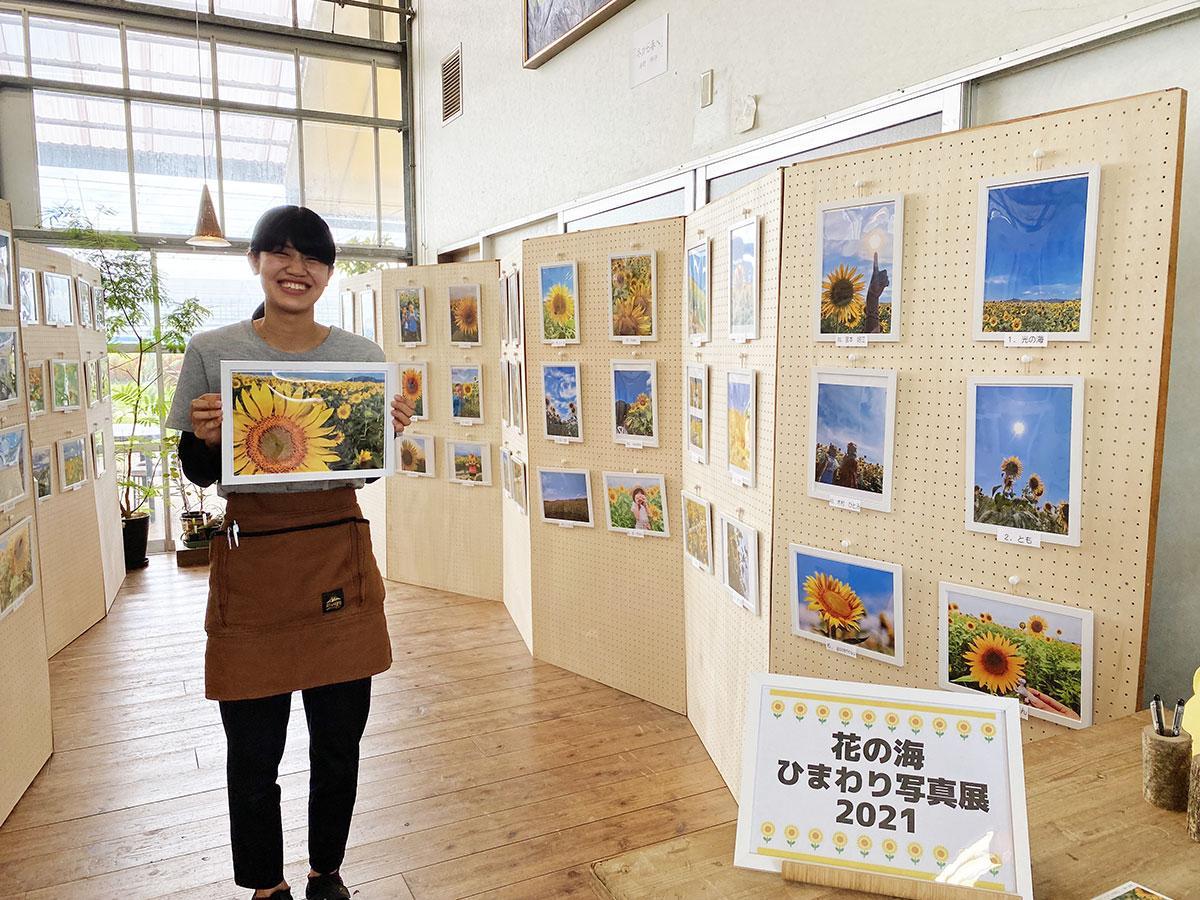 約80点の応募作品を展示している「ひまわり写真展」