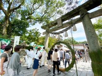 宇部・琴崎八幡宮で「風鈴祭り」 1000個を越える風鈴、盆まで「茅の輪」設置も