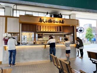 JR小野田駅に立ち食いうどん店「日の出屋」 外観刷新、酒場ビッグが運営