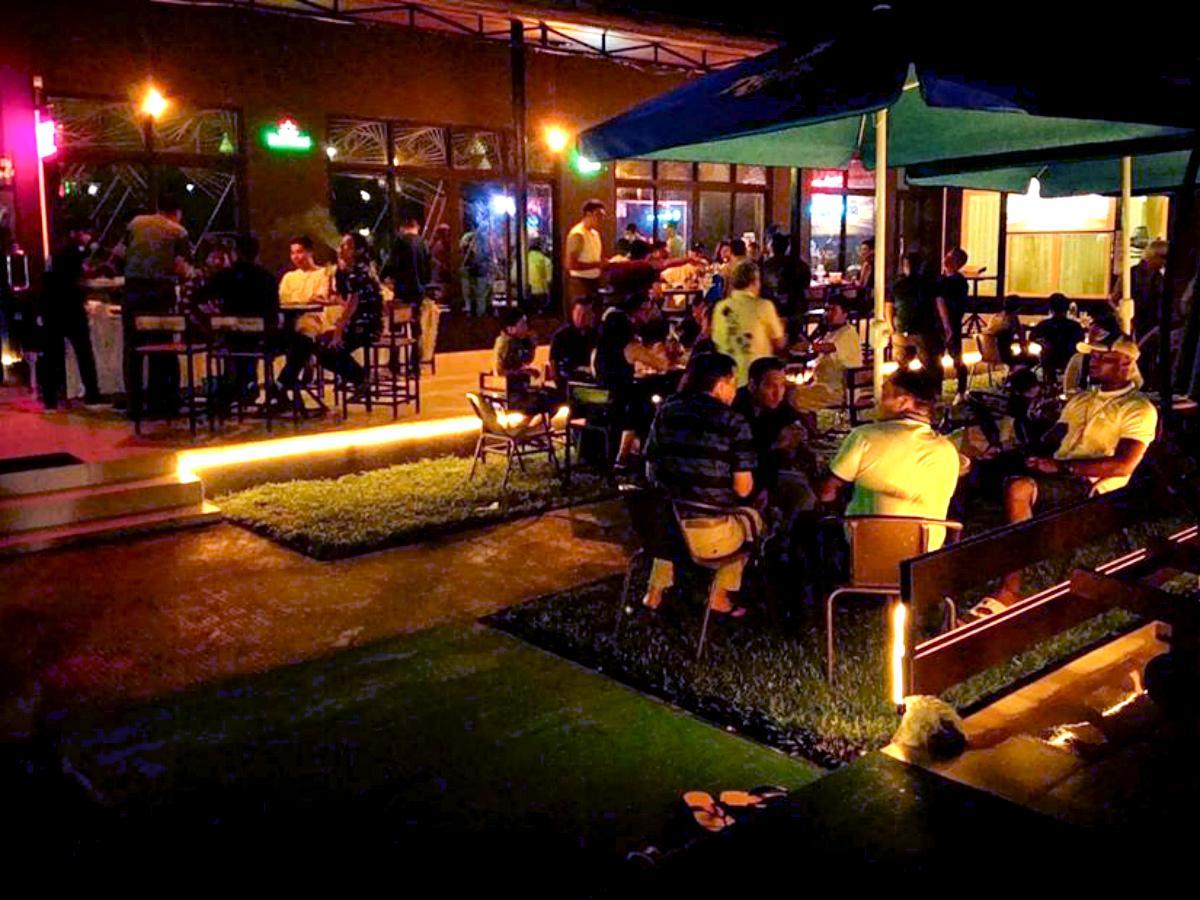 「The Secret Spot Bar」の屋外エリア