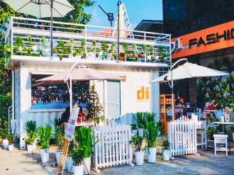 ヤンゴンにミャンマーデザートを提供するカフェ 「DI Fashion Mall」のすぐ前に