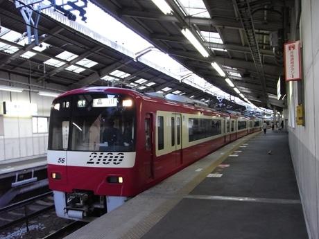 「横須賀ストーリー」の駅メロディーが流れる京急横須賀中央駅