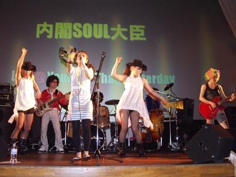 70~80年代のソウル・ミュージックを演奏する「内閣ソウル大臣」