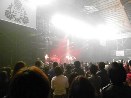 前回の「ロックの学園2009」には16,431人が集まった(体育館ライブの様子)