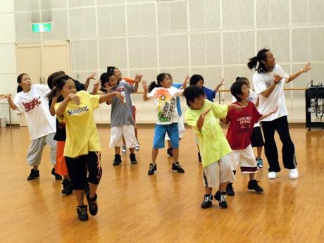 故マイケル・ジャクソンさんのダンスを子どもたちに教える「ダイケル」さん