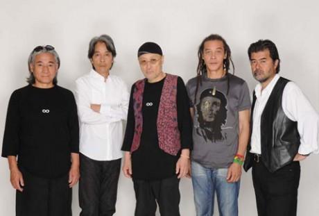 オリジナルメンバーで活動を再開した「フラワートラヴェリンバンド」