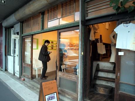 築80年の旧海軍指定旅館を改装したギャラリーで、「まちの記憶~建物で見る横須賀」展