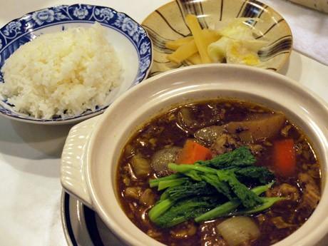 地元産の冬野菜を使った期間限定メニュー「よこすか産ダイコンの牛鍋カレー」