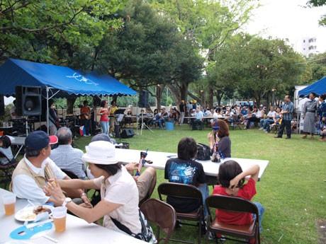 野外音楽ステージ、アメリカン屋台も並ぶ「日米親善よこすかスプリングフェスタ」