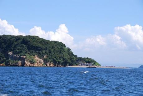 東京湾唯一の自然島「猿島」で、横須賀の中学生たちが「無人島文化祭」を開催する