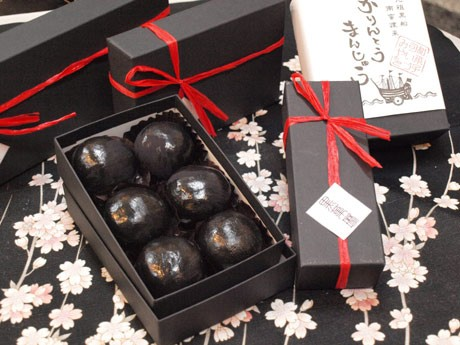 金賞を受賞した「黒船かりんとうまんじゅう」は、浦賀に来航した「黒船」をイメージしたスタイリッシュな和菓子の新スイーツ。