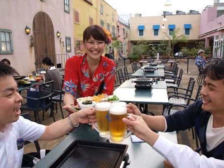 横須賀モアーズシティの屋上にオープンした「アロハ・ビアガーデン」