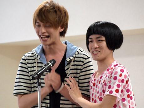「門出ピーチクパーチク」の加藤渉さん(右)は、横須賀出身で関東学院大学4年