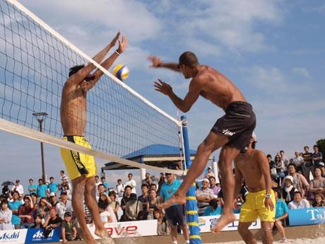 プロ選手によるエキジビション、一般チームが参加したビーチバレー大会も開催