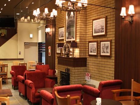 「古き良き横須賀」の歴史建築物イメージを再現した店内インテリア