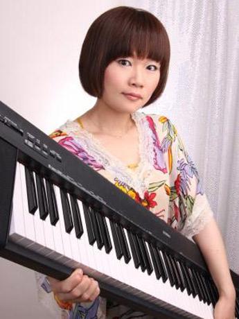 横須賀出身・26歳で、ピアノ漫談の芸人「まとばゆう」さん