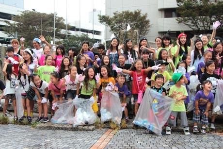 商店街や公園で清掃ボランティアを行った横須賀・横浜のキッズダンサーたち
