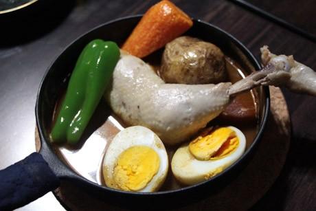 横須賀野菜などの素材を生かした同店の「チキンスープカレー」
