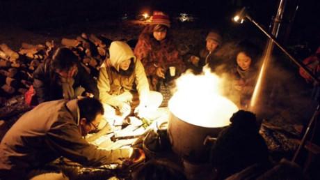 城ヶ島の海岸で、夜通し行われた「塩炊き祭り」(写真提供=古谷如弘さん)