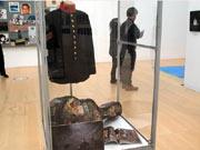 1970年代のポップカルチャーを再現する「70'sバイブレーション」。加藤和彦さんのステージ衣装なども展示