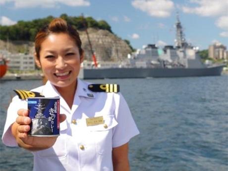 軍港めぐり女性案内人・若杉香織さんオススメの「海自カレー」缶詰