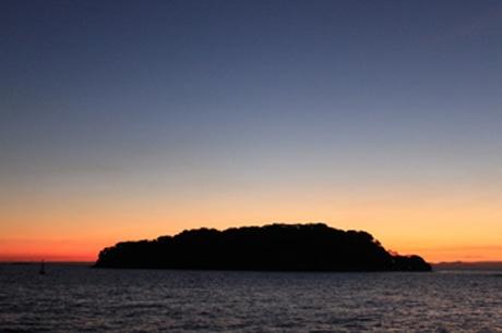 静かな無人島で、初日の出を見る「日出ヅル無人島」ツアー