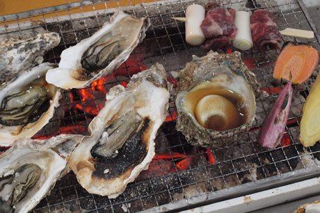横須賀本港にかき小屋