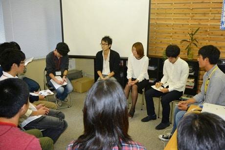 各分野で活躍する若手社会人と学生たちが語り合う「Future×グローカル」ワークショップ(前回の様子)