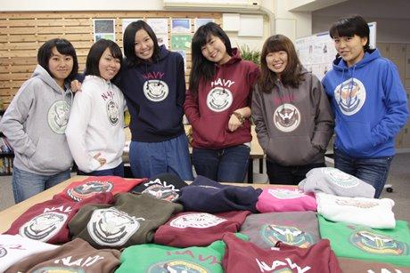 「ヨコスカネイビーパーカー」を提案した横須賀高校の女子チーム