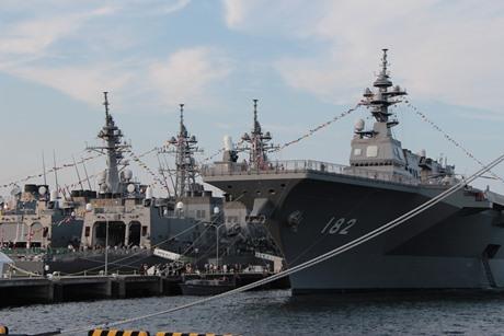 海上自衛隊横須賀地方総監部では、護衛艦の公開も