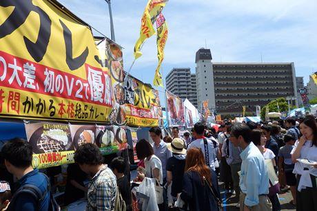 「よこすかカレーフェスティバル」には2に日間で約5万1000人が集まりにぎわった