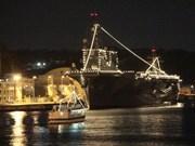 艦船イルミネーション、汽笛や花火も 横須賀本港でカウントダウン