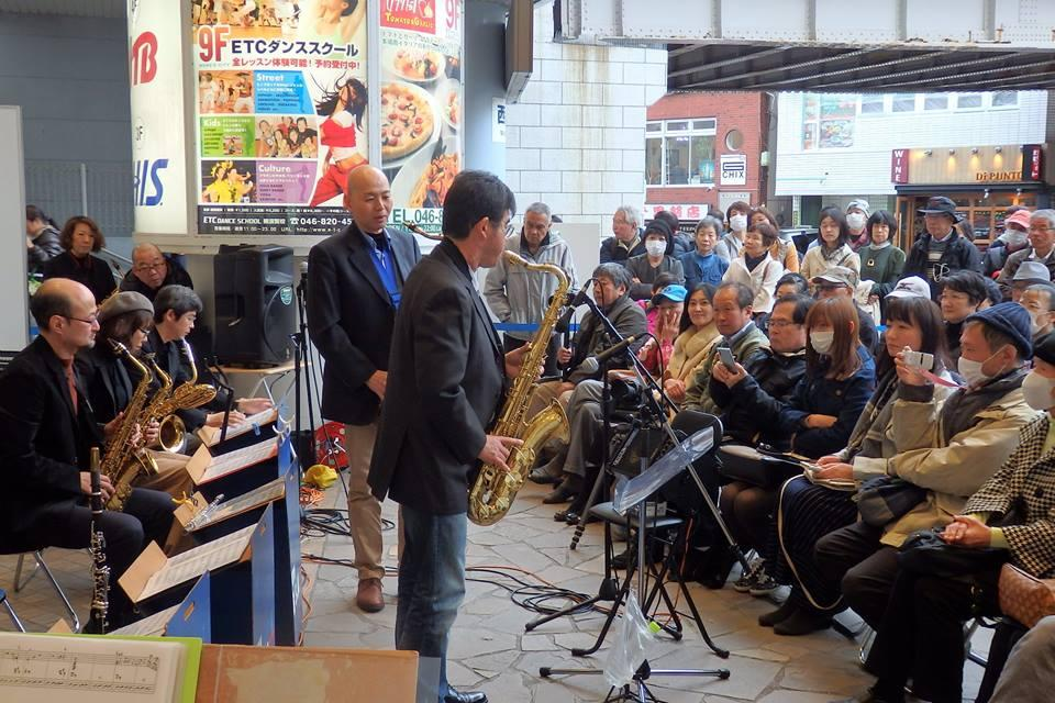 横須賀中央駅前で開催された「横須賀トモダチジャズSpring」