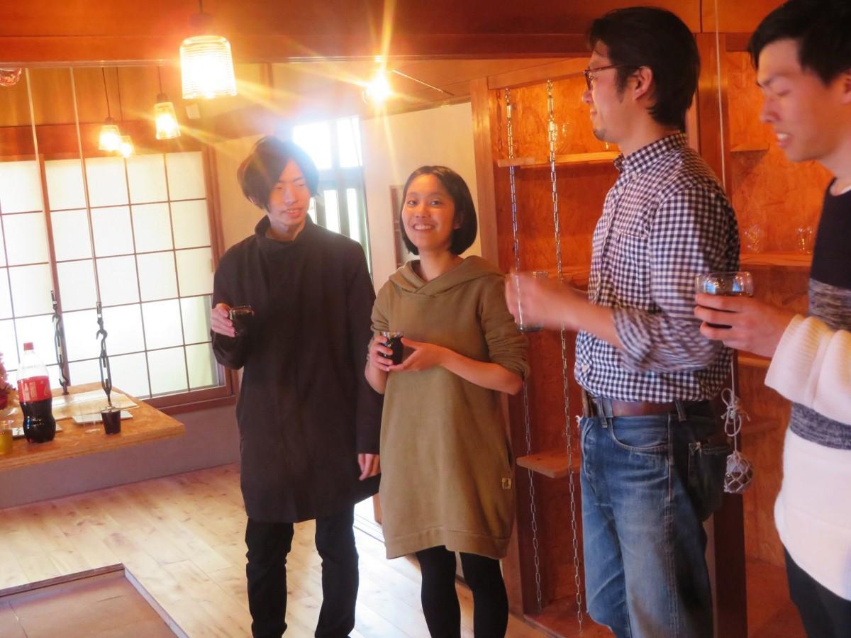 「やとみちプロジェクト」を語る矢野香澄さん(中央)、小松勁太さん(左)
