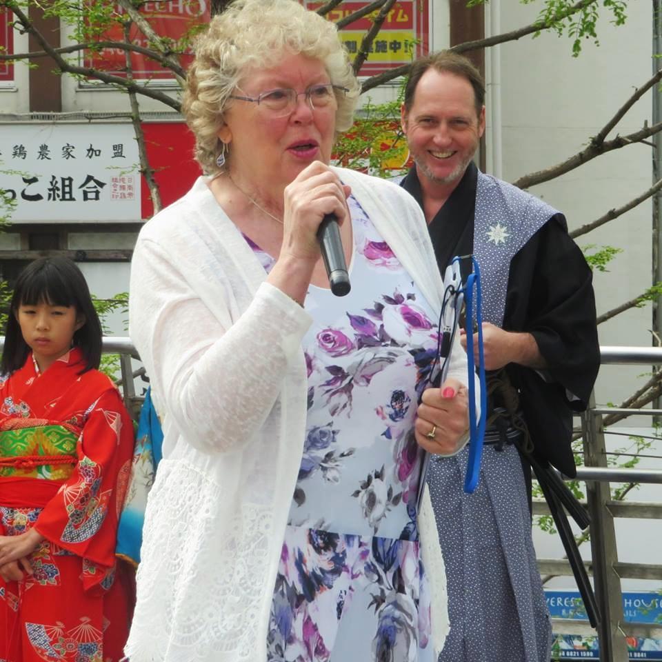 三浦按針の生誕地、英国メッドウェイ市の元市長スーザン・ヘイドックさんも応援に駆け付けた(撮影=平野和夫)