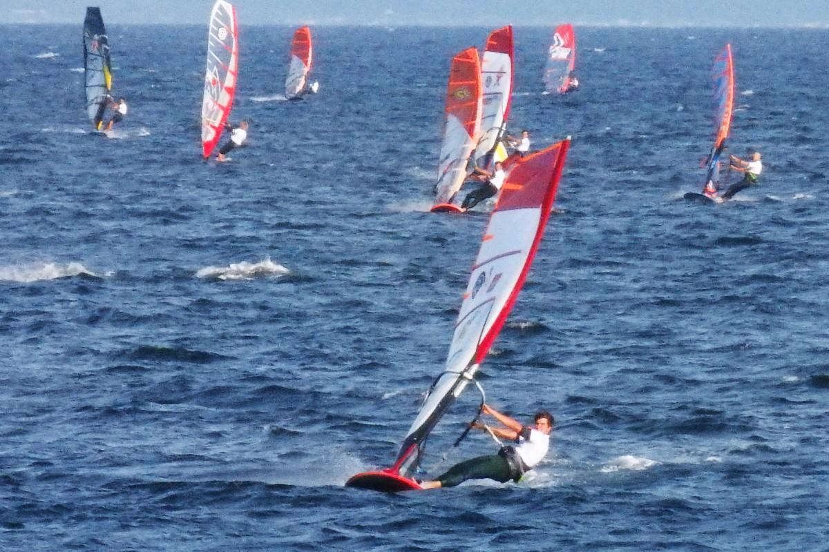 5月11日、津久井浜でウインドサーフィンW杯の競技が始まった