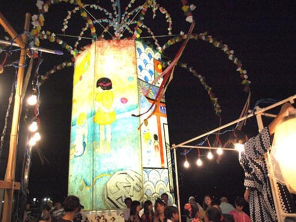 浦賀港西海岸には大小の灯籠が並ぶ