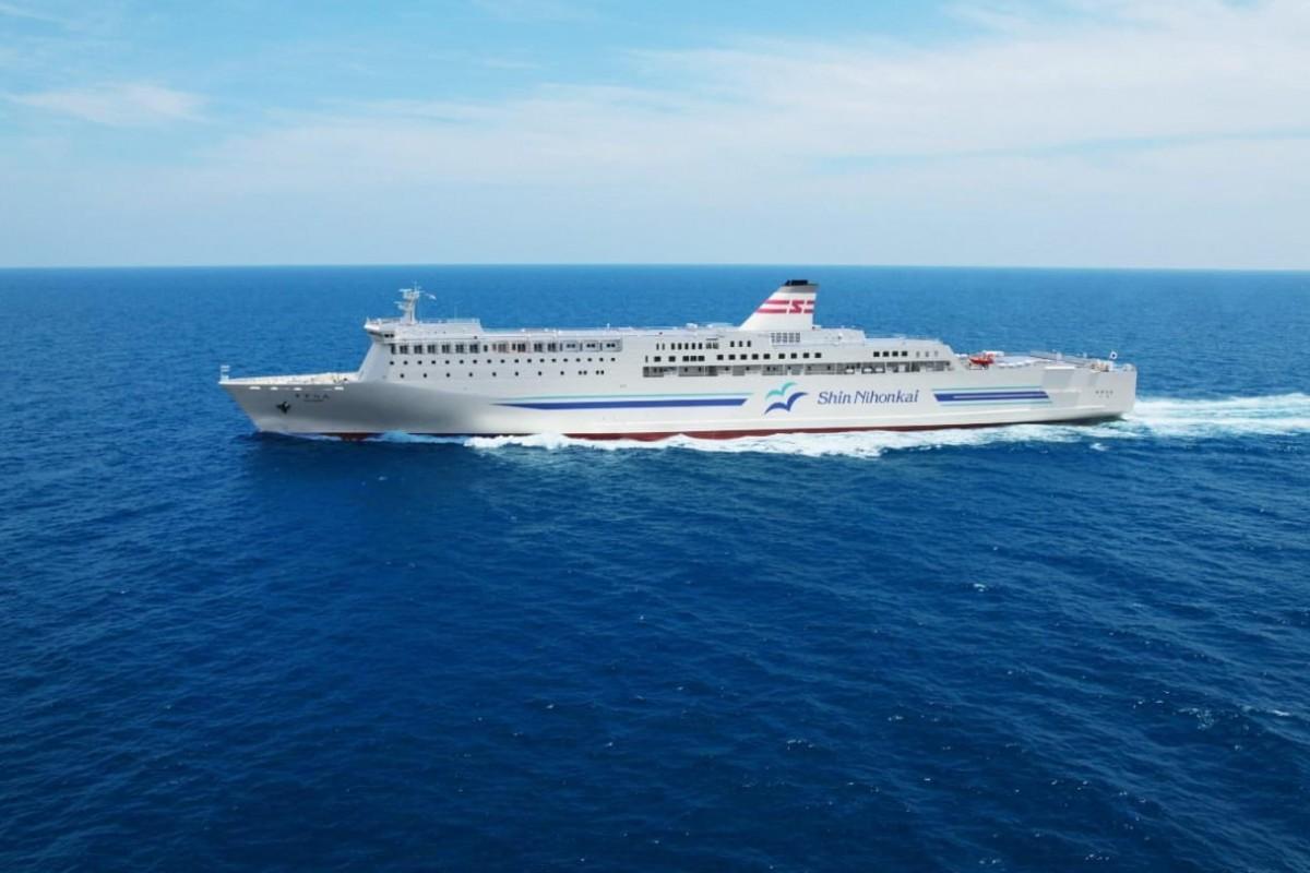 敦賀~苫小牧東に就航している同クラスのフェリー「すずらん」