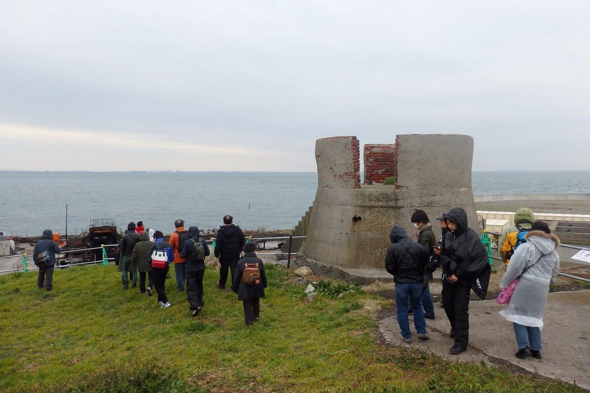 防空観測所や砲台跡など歴史遺産が残る「第二海堡」。市民限定の上陸見学ツアーも実施された