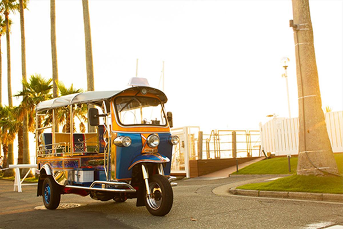 レンタルの小型三輪自動車「トゥクトゥク」で三浦半島を周遊できる