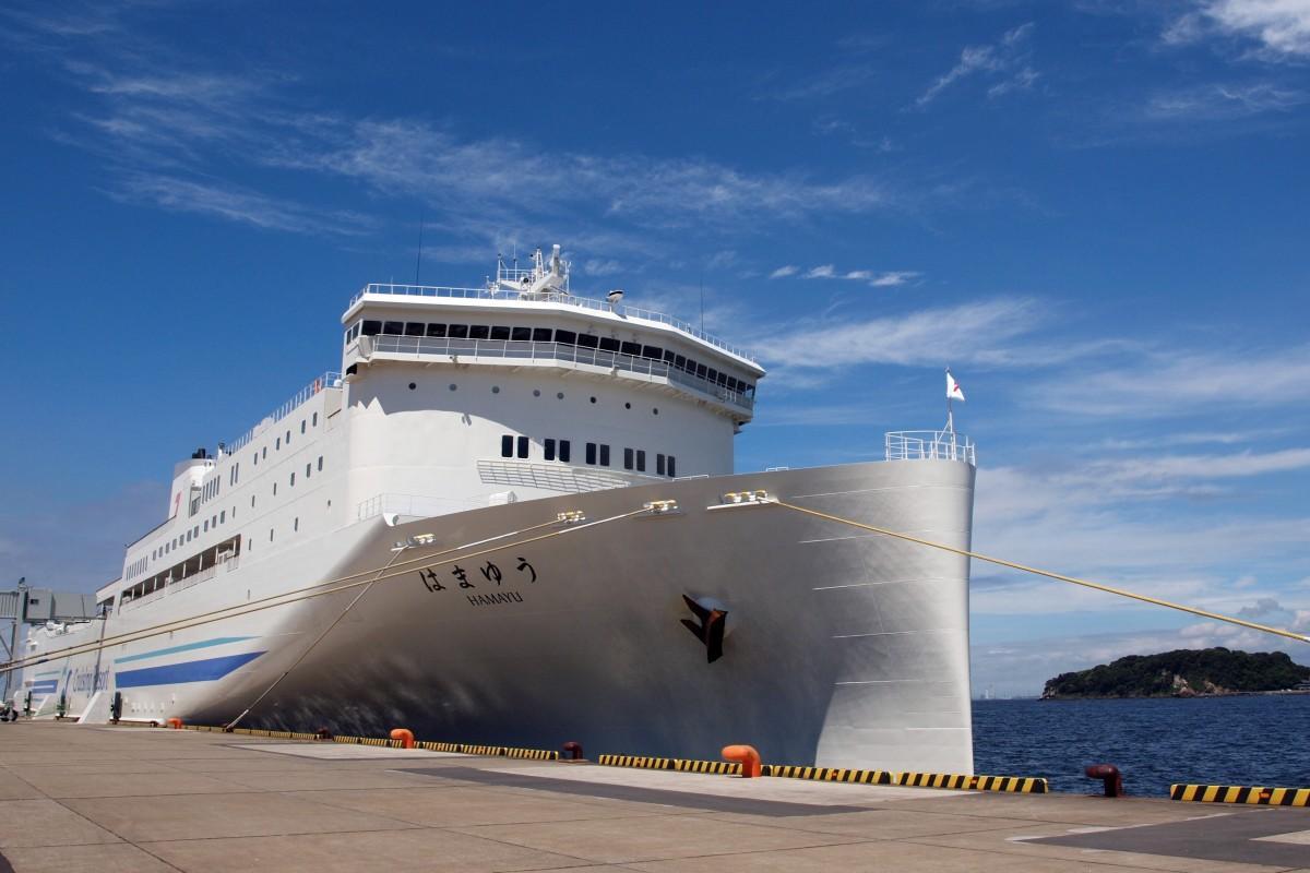 横須賀・新港ふ頭に接岸した東京九州フェリー「はまゆう」